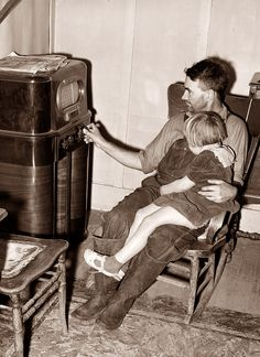 picture is from 1940, and shows a father and his daughter listening to an old radio. The picture was taken in California.