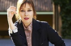 HAPPY BIRTHDAY to SUZANNE VEGA! 7 / 11 / 2018 American singer-songwriter, musician and record producer, best known for her eclectic folk-inspired music. Vega's music career spans more than 30 years. Suzanne Vega, Tom's Diner, Vegas, Is 61, City Folk, Women Of Rock, European Tour, American Singers, Record Producer
