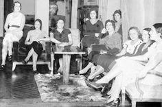 Olvidadas y silenciadas. Las mujeres de la generación del 27 que debes conocer. El documental 'Las Sinsombrero', que emite RTVE este viernes, trata de recuperar la memoria de las artistas e intelectuales de la generación del 27 que apenas aparecen en los libros de Historia. Pepa Blanes | Cadena SER, 2015-10-08 http://cadenaser.com/programa/2015/10/08/la_script/1444288990_684693.html