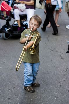 A fledgling busker in the heart of New Orleans' French Quarter Aaron Copland, Make A Joyful Noise, Street Musician, New Orleans French Quarter, Best Of Tumblr, Music Images, Trombone, Its A Wonderful Life, Music Love