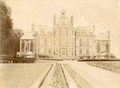 Château de Balleroy (Normandie): la façade sur la cour d'honneur. Photo: photographe inconnu, vers 1880.  eBay 391288761132.