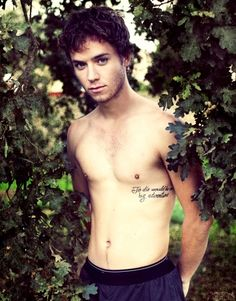 "Jeremy Sumpter, the star of Peter Pan loved the beloved fairytail so much he decided to get a great quote from the book tattooed on his side, ""To Die Would Be an Awfully Big Adventure"". Great movie by the way. not to mention JEREMY SUMPTER SHIRTLESS! Look At You, How To Look Better, Jeremy Sumpter Peter Pan, Rock And Roll, The Maxx, Books For Boys, Hot Actors, Raining Men, My Guy"