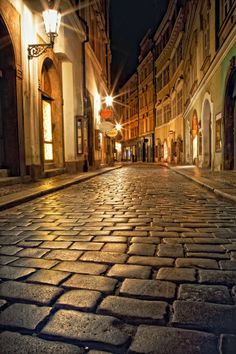 La noche es larga pero no para tanto. Mysterious Narrow Alley With Lanterns In Prague At Night Foto Stock: 78215572 : Shutterstock Places Around The World, Around The Worlds, Foto 3d, Cidades Do Interior, Night City, City Photography, Architecture, Belle Photo, Places To See