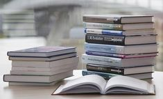 If you are a love reading books and you do not have time to go through all the books you would wish to read, then having blinkist services is no option. Blinkist offer comprehensive summaries of non-fiction books. Free College Courses, High School Courses, Sell Used Books, Buy Books, Evolution, Knowledge Management, Homeschool Curriculum, Homeschooling, Training Courses