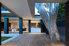 Built by B.E Architecture in Vaucluse, Australia with date Images by Peter Clarke. A tree house with harbour views B.E Architecture's most recently completed project, Hopetoun Avenue, is a renovation. Residential Architecture, Interior Architecture, Australian Architecture, Unique Architecture, Interior Design, House Seasons, Lakeside Cottage, Australian Homes, House Extensions