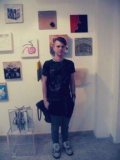 """Erik Strauss davanti a """"Correte, non pensate a me"""" -  """"La corrispondenza del tutto"""", 2014. 3D Gallery - Mestre"""