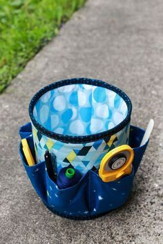 Happy Monday! I recently finished a pair of fun sewing tool organizers! I pinned the #10 Caddy pattern by Sew Can She to Pinterest long ago, and I've always wanted to make it. Last month I finally sat