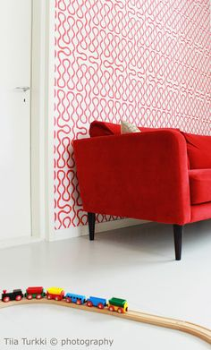Livingroom in red Red Interiors, Decor Interior Design, Accent Chairs, Koti, Living Room, Furniture, Decoration, Photography, Home Decor