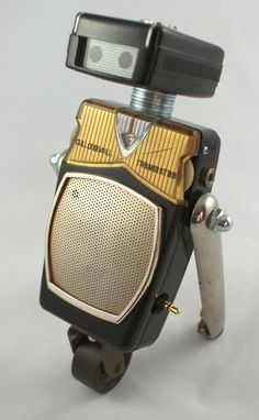 Welcome your new retro robot overlords! Create Your Own Robot, Steampunk Robots, Recycled Robot, Pinstripe Art, Cricket Crafts, Diy Robot, Retro Robot, Misfit Toys, Found Object Art