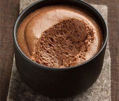 A quick chocolate mousse and very easy to make for your happiness and the happiness of the whole family, it is a recipe from the French pastry master Christophe Felder. Sweet Recipes, Dog Food Recipes, Dessert Recipes, Cooking Recipes, Just Desserts, Delicious Desserts, Yummy Food, Beste Brownies, Mousse Dessert