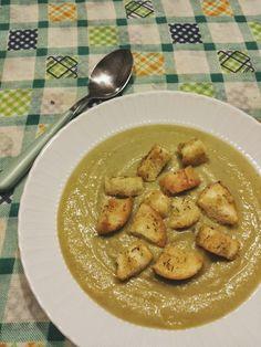 Tè verde e pasticcini: { ComfortFood } - Vellutata di cavolfiore e piselli con crostini croccanti aromatizzati al rosmarino