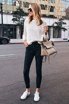 Garments Vogue Jackson Carrying Beige Sweater Black Skinny Denims Veja Sneakers three Well-known Bla Jeans And Sneakers Outfit, Sneakers Beige, Sneaker Outfits Women, Veja Sneakers, Veja Trainers, Black Trainers Outfit, Style Casual, Casual Work Outfits, Mode Outfits