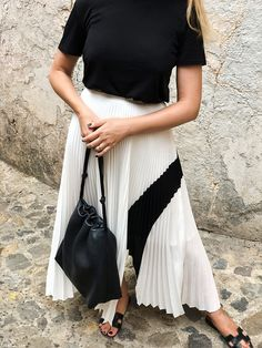 47 Classy And Casual Pleated Skirts Outfits Design Ideas Work Fashion, Modest Fashion, Fashion Looks, Fashion Outfits, Pleated Skirt Outfit, Casual Skirt Outfits, Pleated Skirts, Long Skirts, Long Skirt Looks