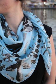 c8e981f2e317 Φουλάρι Γαλάζιο Πουλί – Μεταξωτά Σουφλίου – Μπουρουλίτης