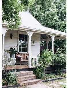 This Charming Property Is Daylesford's Newest Boutique Accommodation (The Design Files) Garden Cottage, Cottage Homes, Farm Cottage, Garden Bed, Property Design, Australian Homes, Australian Country Houses, The Design Files, Facade House