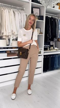 classic fashion outfits Office Attire Women Casual, Summer Work Outfits Office, Casual Chic Outfits, Look Office, Business Casual Outfits For Women, Corporate Outfits, Women Work Outfits, Casual Attire, Office Style