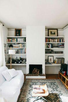 Sala pequena com lareira
