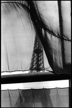 Elliott Erwitt: Paris, 1968. Black white photography Eiffel tower