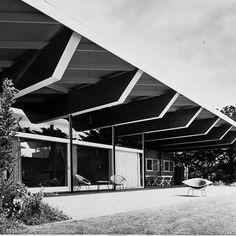 Pelican House, Robin Boyd, architect, circa 1961 Beautiful Architecture, Modern Architecture, Mid Century House, Life Inspiration, My House, Facade, Mid-century Modern, Exterior, Robin