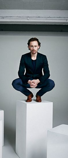 Tom Hiddleston by David Venni. Full size: http://i.imgbox.com/BNoS70zL.jpg. Source: Torrilla