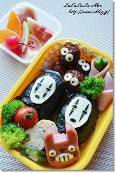 カオナシ Ghibli Kyaraben Bento (Nori Riceball No-Face, Meatball Kurosuke and Ham Totoro) by jenaGhibli Kyaraben Bento (Nori Riceball No-Face, Meatball Kurosuke and Ham Totoro) by jena Japanese Sweets, Japanese Lunch, Japanese Food, Kawaii Bento, Cute Bento, Cute Food, Good Food, Bento Box Lunch, Food Humor