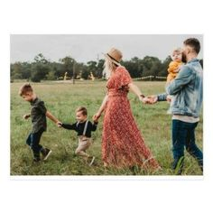 Summer Family Pictures, Cute Family Photos, Outdoor Family Photos, Family Picture Poses, Family Picture Outfits, Family Photo Sessions, Country Family Photos, Fall Family Pics, Poses For Family Pictures
