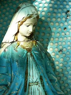 Turquoise Madonna - I'm so in awe of this. Madonna, Religious Icons, Religious Art, Shades Of Turquoise, Shades Of Blue, Aqua, Teal, Tiffany Blue, Art Bleu