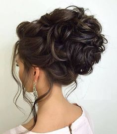 Prom hair updos stay trendy from year to year due to their gorgeous look and versatility. See our collection of chic and trendy prom hair. Prom Hairstyles For Short Hair, Prom Hair Updo, Box Braids Hairstyles, Bride Hairstyles, Short Hair Cuts, Short Hair Styles, Popular Hairstyles, Bridal Hair Inspiration, Bridal Hair And Makeup