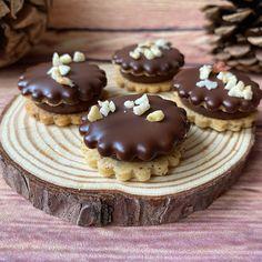 Lískooříšková kolečka - Víkendové pečení Mini Cheesecakes, Christmas Treats, Pavlova, Muffin, Tart, Food And Drink, Cookies, Breakfast, Desserts
