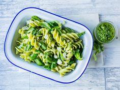 This domain may be for sale! Pasta Al Pesto, Salsa Pesto, Salsa Alfredo, Healthy Living Recipes, Celery, Latina, Green Beans, Tapas, Clean Eating