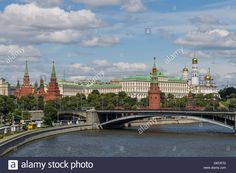 Download this stock image: View of the Moscow Kremlin from the Patriarchal bridge, Moscow, Russia. - GED57D from Alamy's library of…