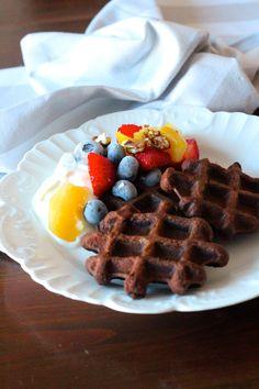 Waffles de Chocolate e Nozes - http://gostinhos.com/waffles-de-chocolate-e-nozes/