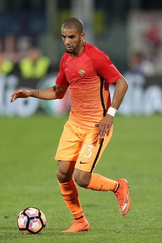 Bruno Peres of AS Roma in action during the Serie A match between ACF Fiorentina…