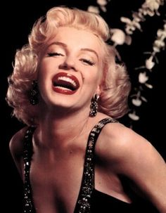 Sa collègue Jane Russel résume très bien la personnalité de Marilyn : « She was very shy and very sweet and far more intelligent than people gave her credit for. » (Elle était très timide, et adorable, et beaucoup plus intelligente que les gens le donnaient à croire.)