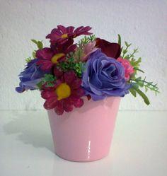 Arranjos de Flores Artificiais em vaso de alumínio na cor rosa