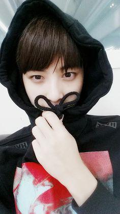 bin has a fan account dedicated to dongmin Hayran Kurgu Beautiful Boys, Beautiful People, Pretty People, Boys In Groove, Cha Eunwoo Astro, Ao Haru, Astro Wallpaper, Lee Dong Min, Cha Eun Woo