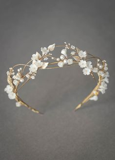 An airy and romantic floral crown for bride Megan 1 Messy Wedding Hair, Braided Hairstyles For Wedding, Wedding Hair Flowers, Headpiece Wedding, Wedding Updo, Bridal Headpieces, Bridal Crown, Pearl Bridal, Bridal Hair