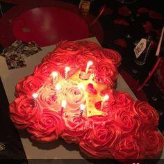 Pull apart cake #queenofhearts #chocolate #vanilla #redroses #crown #heart #cupcakes