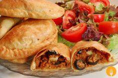 Empanada criolla argentina Peruvian Recipes, Top Recipes, Mexican Food Recipes, Cooking Recipes, Ethnic Recipes, Spanish Recipes, Spanish Food, Recipies, Bolivian Food