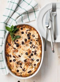 A tasty and healthy meatless recipe for the whole family to enjoy! The feta-yogurt topping makes this dish extra creamy and delicious! Vegetarian Pasta Recipes, Lunch Recipes, Healthy Dinner Recipes, Beef Recipes, Soup Recipes, Breakfast Recipes, Vegan Recipes, Greek Cookbook, Lasagna Casserole