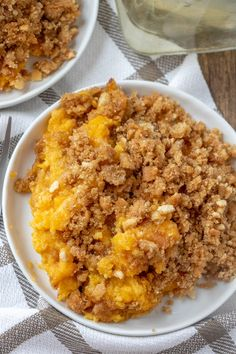 A delicious, sweet squash casserole that's a holiday family favorite! The crunchy topping is to die for and it makes enough to feed the whol. Mashed Butternut Squash, Butternut Squash Casserole, Veggie Dishes, Vegetable Recipes, Side Dishes, Squash Cakes, Blt Pasta Salads, Vegetable Casserole, Fall Dessert Recipes