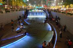 Walk along the Cheonggyecheon Stream. 10 Amazing Things To Do In Seoul, South Korea: Cheonggyecheon © riNux #Korea