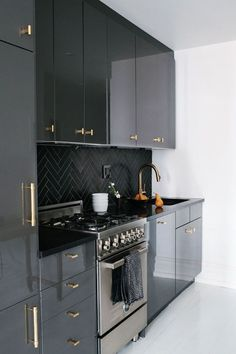 Black Cabinets Gold Pulls - Design photos, ideas and inspiration. Amazing gallery of interior design and decorating ideas of Black Cabinets Gold Pulls in bathrooms, laundry/mudrooms, kitchens, basements by elite interior designers. Grey Kitchens, Home Kitchens, Small Kitchens, Kitchen Interior, Kitchen Decor, Kitchen Ideas, Design Kitchen, Kitchen Photos, Apartment Interior