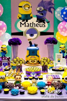 Despicable me party ideas Minions Birthday Theme, Minion Theme, 1st Birthday Themes, First Birthday Parties, Despicable Me Party, Minion Party, Party Table Decorations, Party Themes, Party Ideas