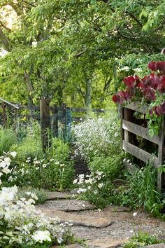 Potager Garden 52 Best Front Yard and Backyard Landscaping Ideas - Landscaping Designs - Because if you ask us, when it comes to houses, it's not just the inside that counts. Jardin Decor, Front Yard Landscaping, Landscaping Ideas, Landscaping Software, Backyard Ideas, Modern Landscaping, Natural Landscaping, Mulch Landscaping, Farmhouse Landscaping