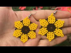 Discover recipes, home ideas, style inspiration and other ideas to try. Beaded Jewelry Patterns, Beading Patterns, Crochet Patterns, Bead Earrings, Crochet Earrings, Beaded Necklace, Beading Tutorials, My Flower, Seed Beads