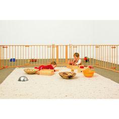 Emmi Pikler fue pediatra y directora del instituto Loczy de Budapest, donde estaban acogidos bebes de 0 a 3 años. Estableció un método de ed... Infant Classroom, Baby Play, Infant Play, Ideas Para, Montessori, Kids Toys, Toddler Bed, Outdoor Blanket, Nursery