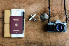 """Seit das US-Heimatschutzministerium dem 7. November 2008 ein Online- Reisegenehmigungssystem namens ESTA (Electronic System for Travel Authorization) eingeführt hat, musst du das ESTA-Formular ausfüllen. Die Beantragung dieses """"visumfreie Reisens für 90 Tage"""" ist eine direkt Auswirkung der Geschehnisse am 11. September. Visumfrei bedeutet, dass alle Staatsangehörigen der Länder, die ohne Visum in due USA einreisen …"""