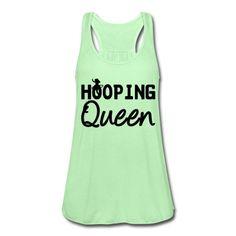 """Hooping Queen"" Tolles Design für alle Frauen, die sich mit Hula Hoop fit halten. #HulaHoop #Hooping #Fitness #Queen #Frauen #Shirts #Tops #15%Rabatt #Geschenke #T-Shirts #Kleidung"