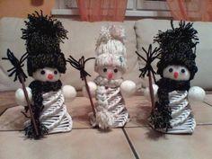 Sněhuláci z pleteného papíru